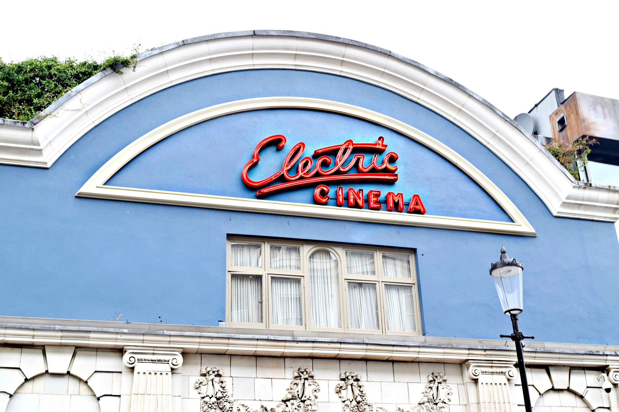 Notting Hill Electric Cinema// Chelsea London, England // London Travel Diary // Re Done Denim Shorts // Comme De Garcons Play Button Up Blouse // Zara Leather Jacket // Chanel Classic Flap Bag // All White Chuck Taylor All Star Converse // Los Angeles Fashion Street Style Blogger Daphne Blunt: To Style, With Love