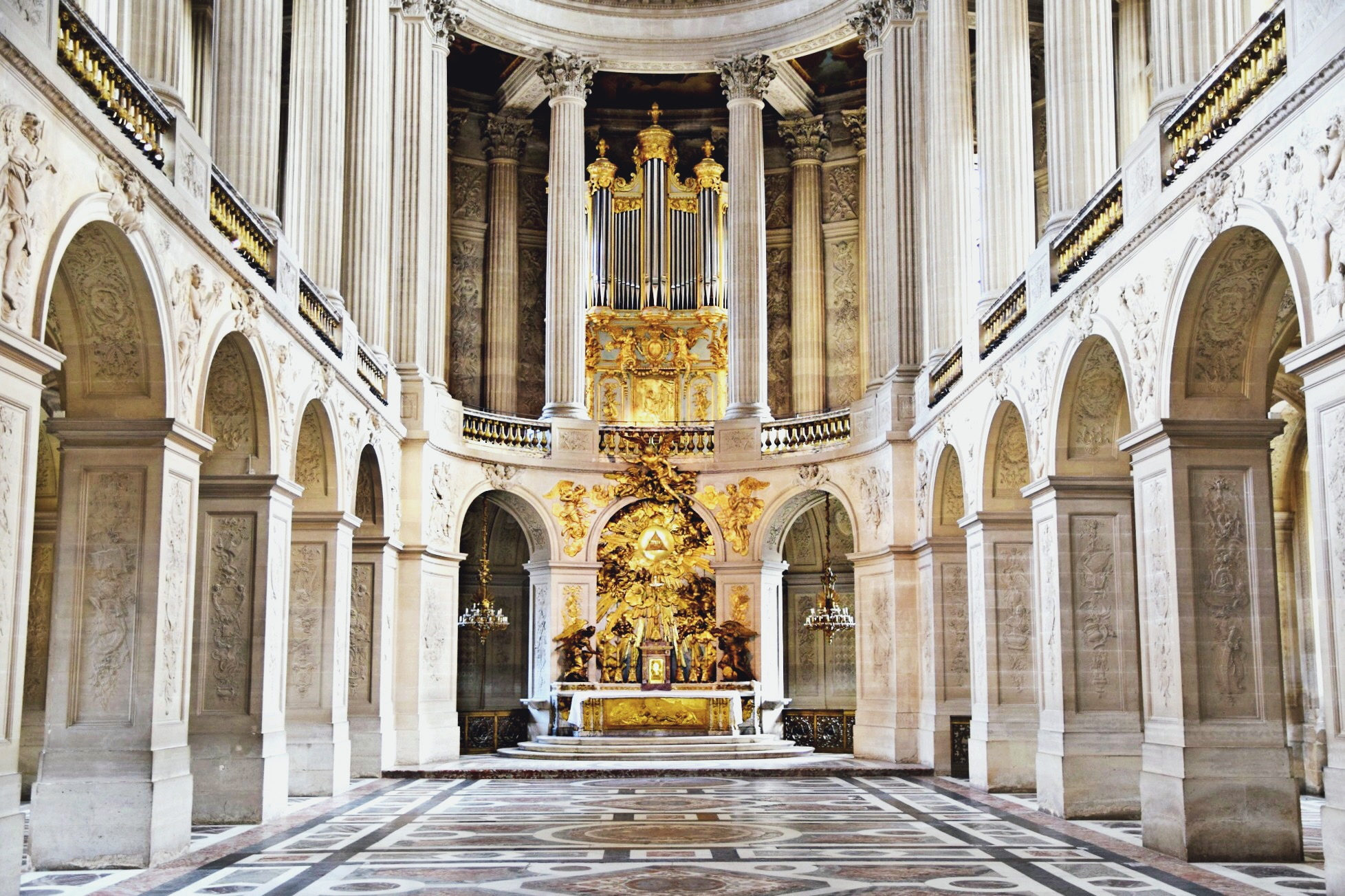Chateau de Versailles Chapel // Welcome To Versailles // Paris France Travel Diary // Pink Chanel Tweed Jacket // Chanel Pink and Beige Pleated Dress // Gold Gucci Loafers // Chanel Black Classic Flap Bag // Pearl Round Chanel Sunglasses // Los Angeles Fashion Blogger Daphne Blunt: To Style, With Love