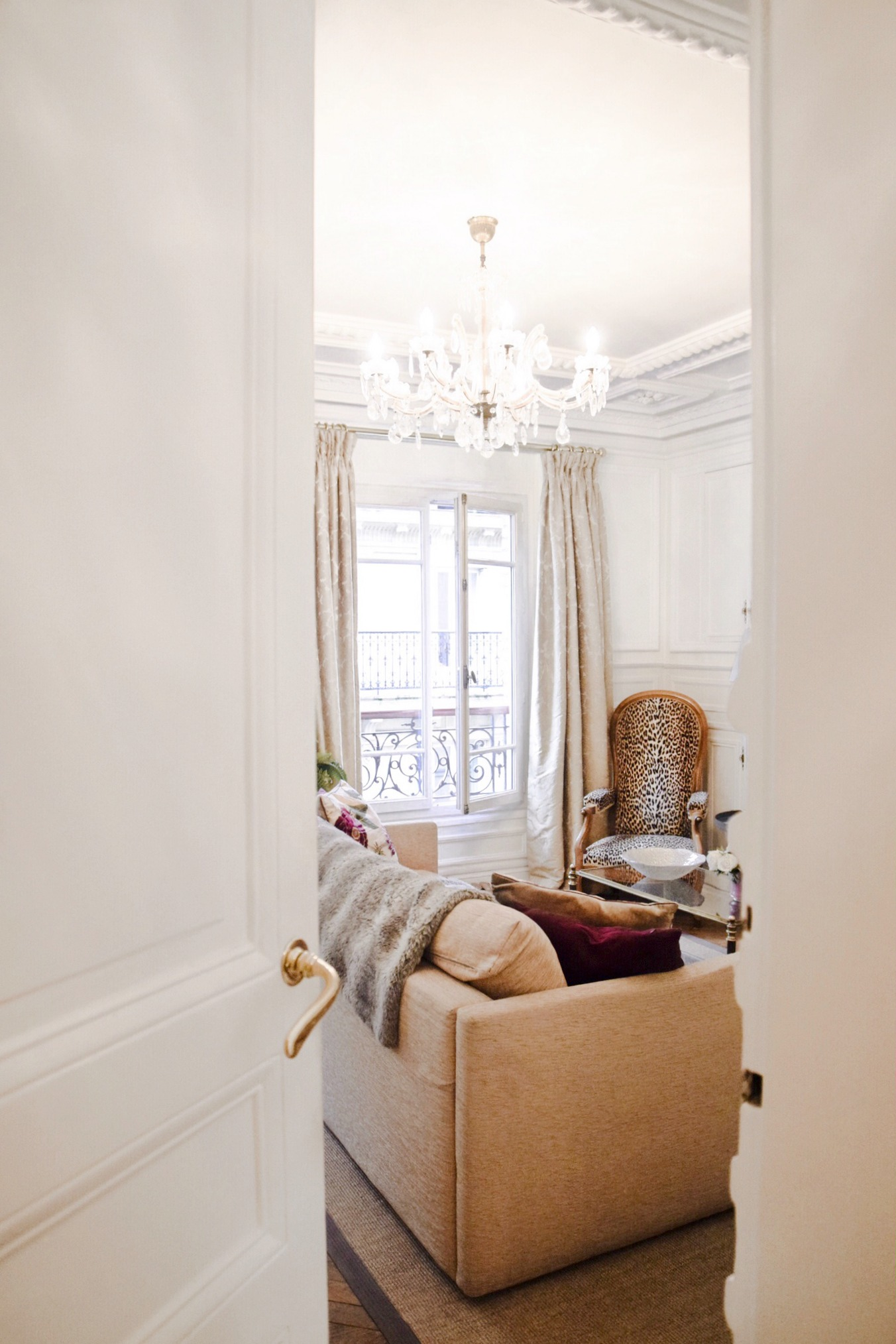 My Paris Apartment & Wardrobe // Cobblestone Paris Apartment Rentals // What I Wore In Paris April-May 2017 // Luxury Handbag Collection // Luxury Shoe Collection // Los Angeles Fashion Blogger Daphne Blunt: To Style, With Love